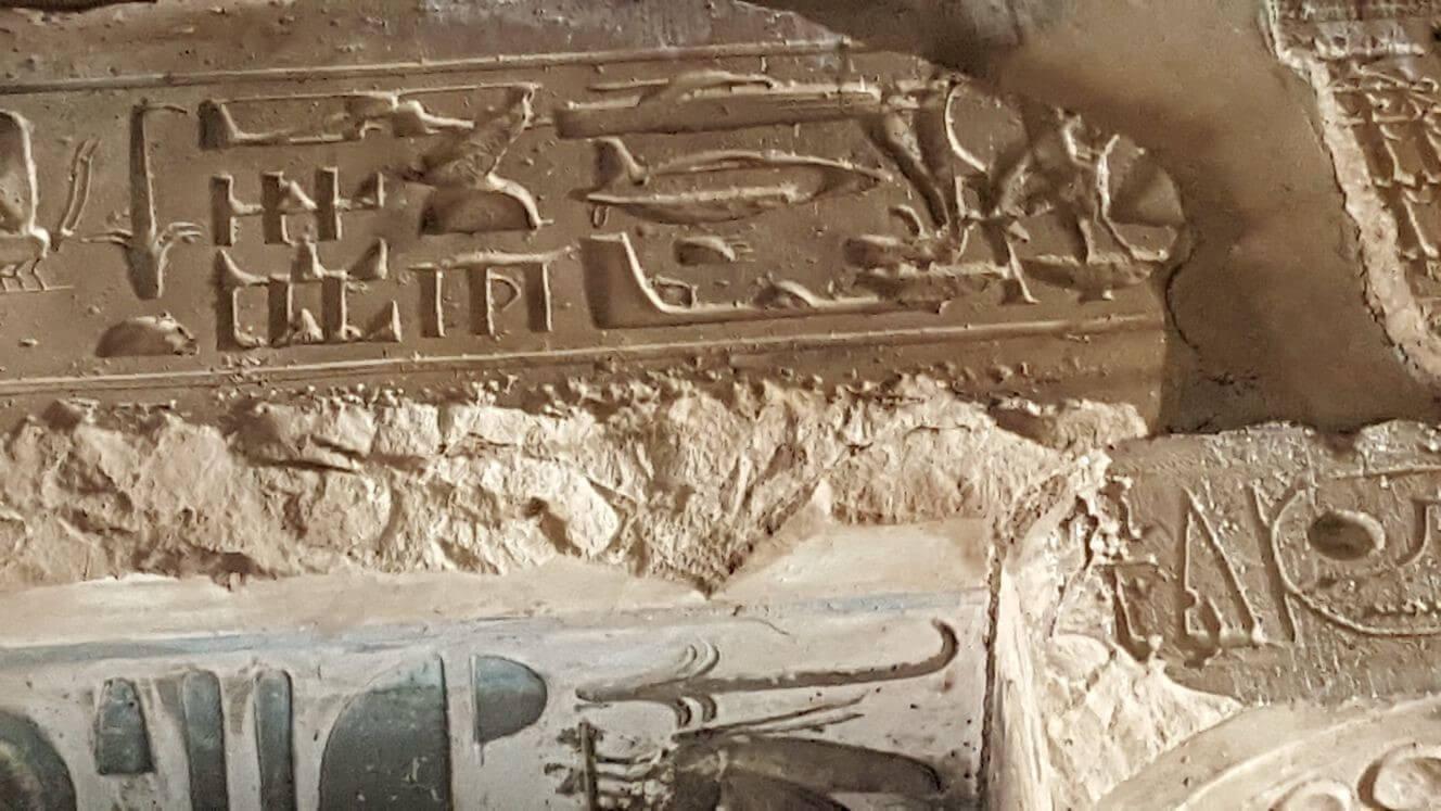סימני כלי תעופה בפירמידות